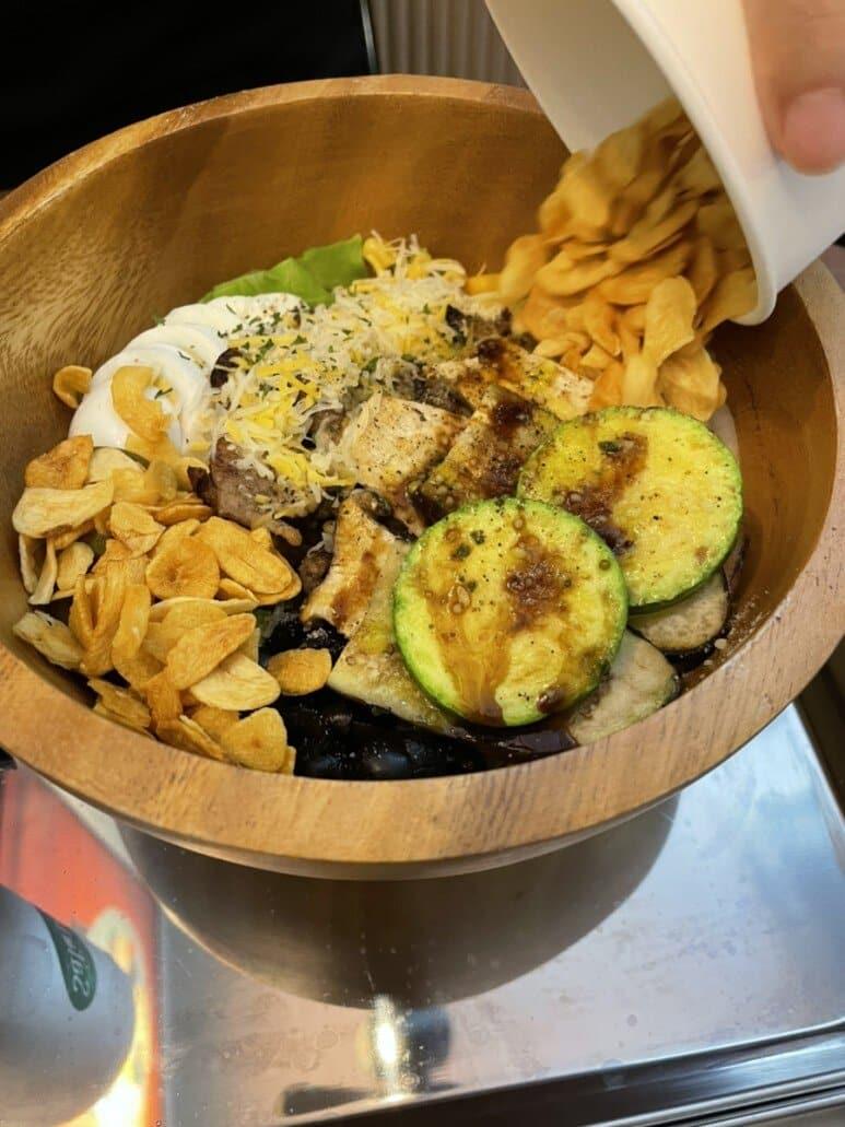 목살스테이크+구운야채 add 양파 후레이크
